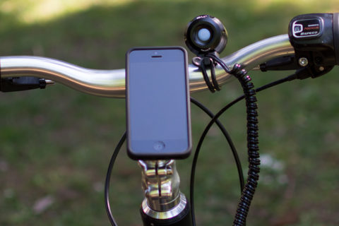 ØM3 bike light with iPhone at handlebars