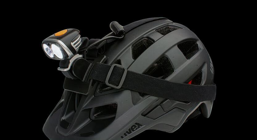 ØM3 Scheinwerfer auf Helm montiert im Flutlichtmodus